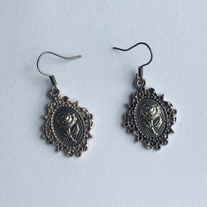 Jewelry - Rose stamping silver dangle earrings